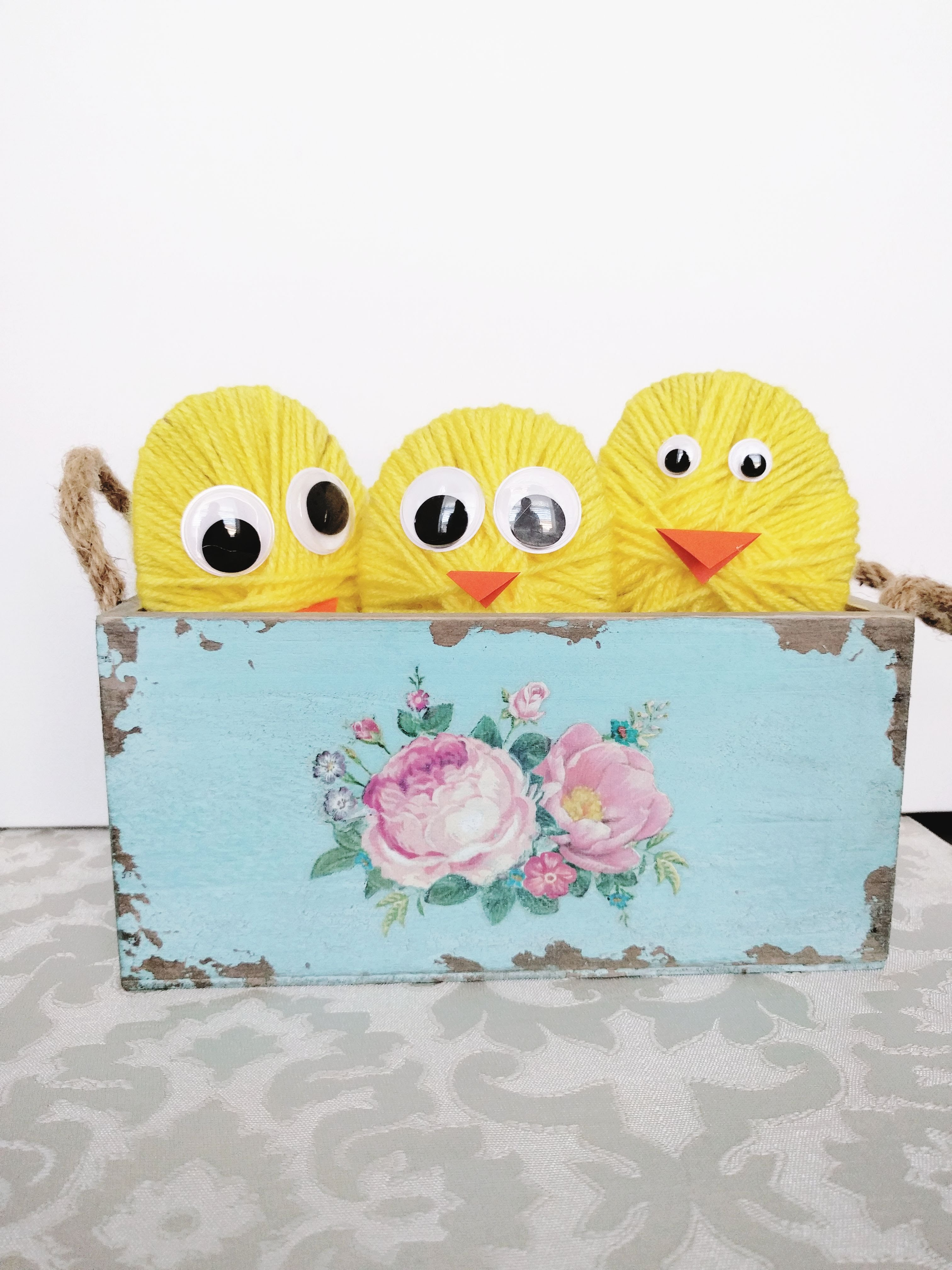 Yarn chicks spring craft